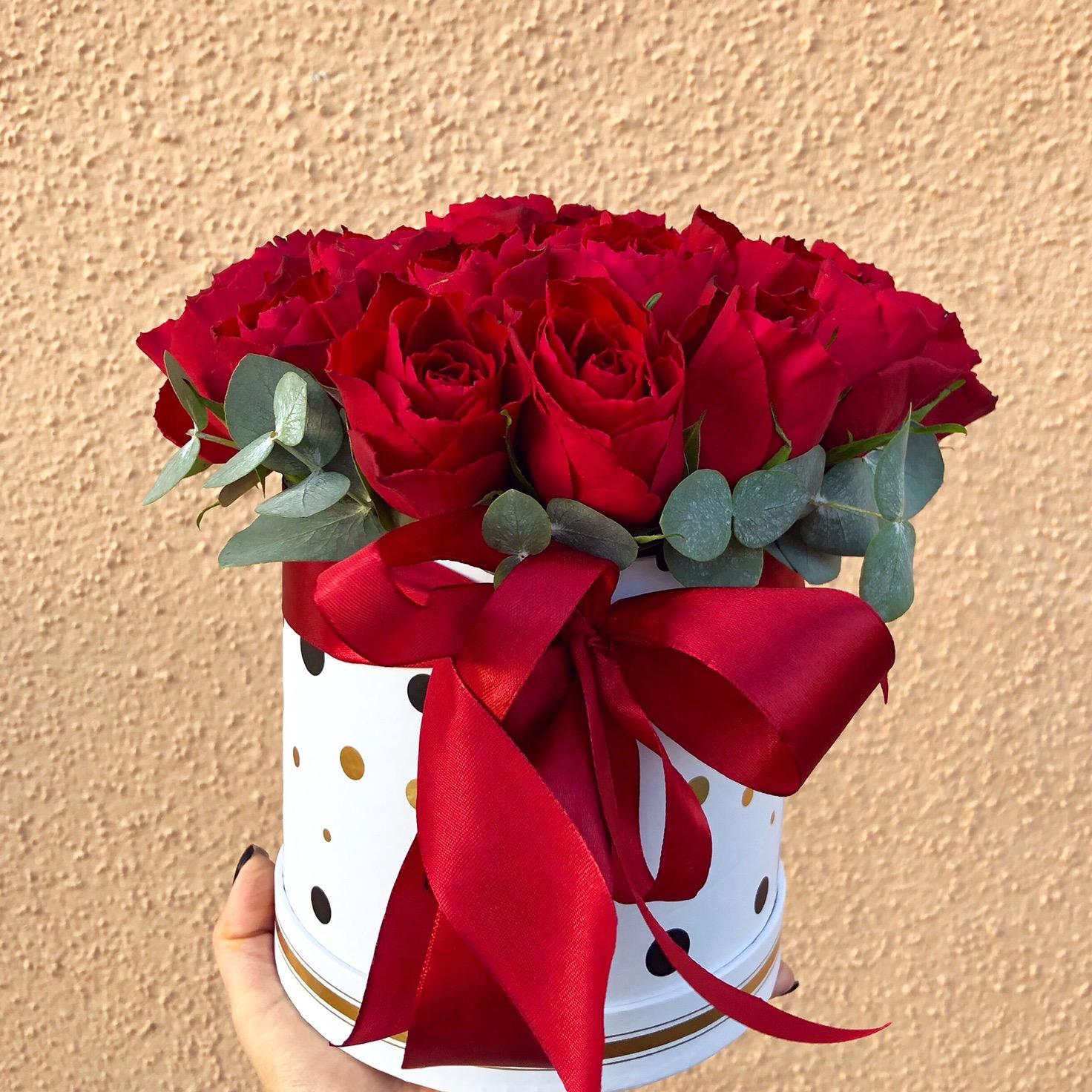 Маленькая шляпная коробочка из роз
